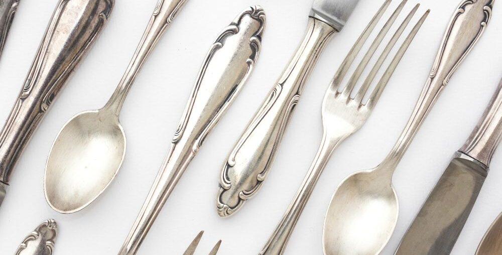 Historia sztućców – kariera widelca, noża i łyżki w dekoracji wnętrz